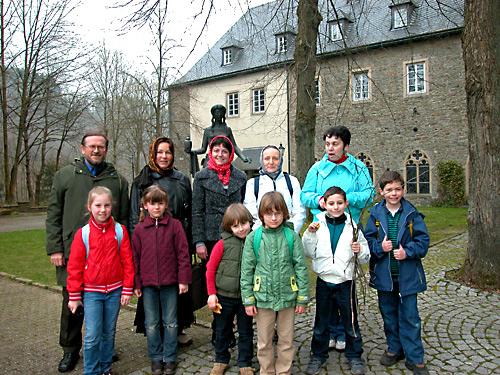 Паломники у церкви св. Марии Магдалины, Байенбург. Фото А. Потупина